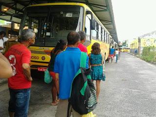 ILHÉUS: Estudantes reclamam de atraso na linha de ônibus da UESC 1