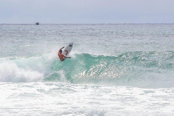 Surfista ilheense Davi Mendes avança pra próxima fase no Itacaré Surf Sound Festival 2