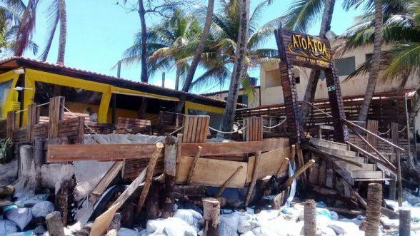 Não só em Ilhéus, mar surpreende barraqueiros e destrói estrutura de bares na orla do Francês em Alagoas 2