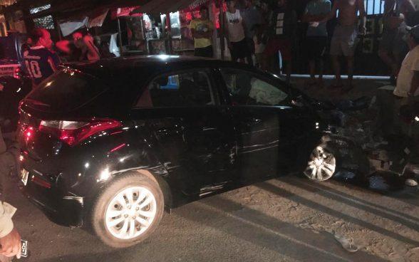 ILHÉUS: Dupla rouba carro, faz vítima refém e vai presa após bater veículo em casa durante perseguição da polícia 3