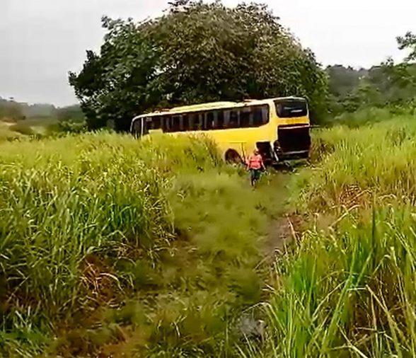 ITABUNA: Acidente entre dois carros e um ônibus mata motorista e deixa ao menos 14 feridos 1