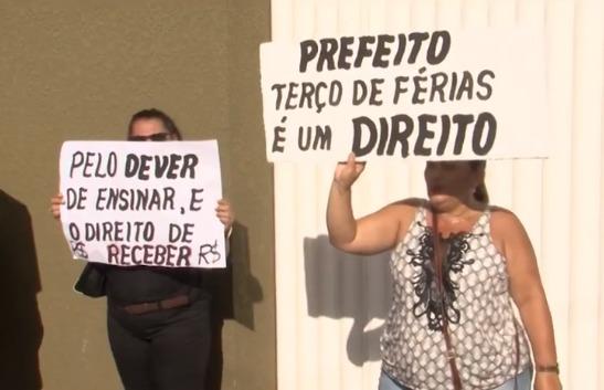 Professores de Itabuna protestam por atraso salarial e início do ano letivo será adiado nas escolas 5