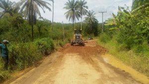 ILHÉUS: Estrada de Sambaituba passa por reparos 7