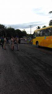 ILHÉUS: Índios fazem manifestação e fecha rodovia em Olivença 8