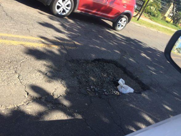 Motoristas reclamam de buraco na rodovia Ilhéus-Olivença 1