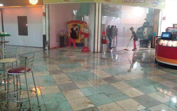 Incêndio atingiu pizzaria e provocou correria em praça de alimentação de shopping de Itabuna 6