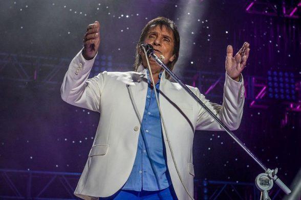 Roberto Carlos defende greve dos caminhoneiros durante show 1