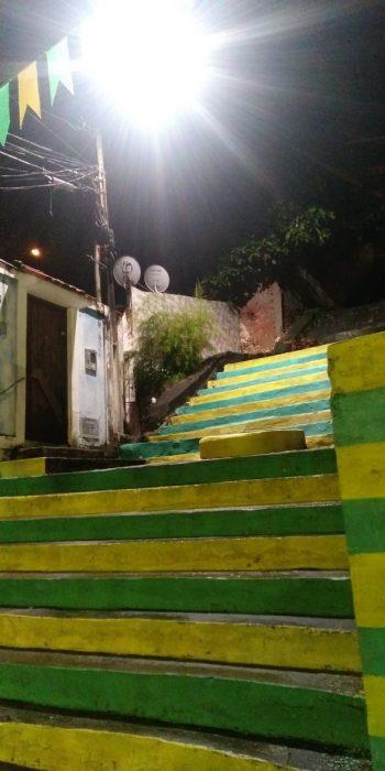 ILHÉUS: Após 3 anos, iluminação é restabelecida na Rua Carneiro da Rocha 4