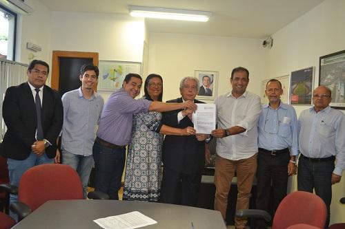 Assinado convênio que garante imediata recuperação asfáltica de Ilhéus 5
