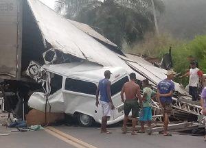 Identificadas todas as vítimas em acidente trágico na BR-101; cinco morreram 3