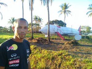 ILHÉUS: Apaixonado por aviação, morador da Sapucaeira constrói réplica de Aeronave no quintal 3
