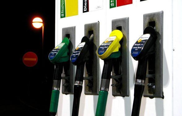 Petrobras anuncia alta de 1,68% na gasolina nas refinarias e preço nos postos deve aumentar 6