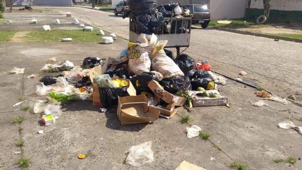 ILHÉUS: Moradores do bairro São Francisco, denunciam falta de coleta de lixo 2
