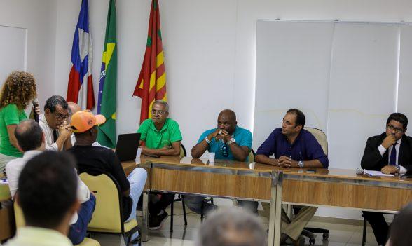 ILHÉUS: Prefeito reúne sindicatos e vereadores para discutir sentença que determina demissão de servidores 4