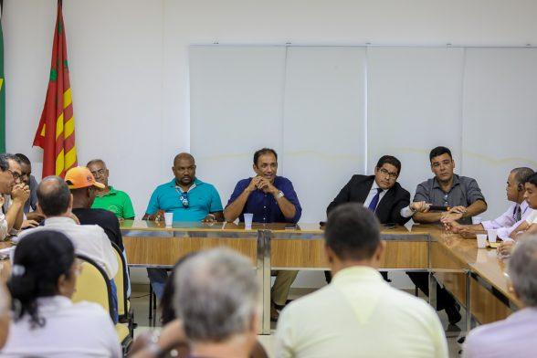 ILHÉUS: Prefeito reúne sindicatos e vereadores para discutir sentença que determina demissão de servidores 1