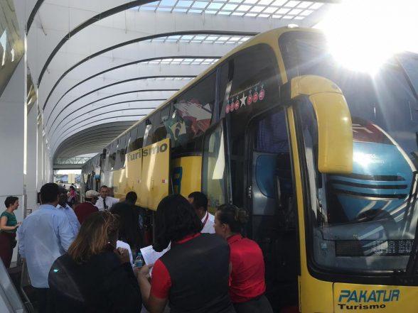 Voo com destino para Ilhéus tem problema técnico e passageiros são orientados a encerrar o destino de ônibus 1