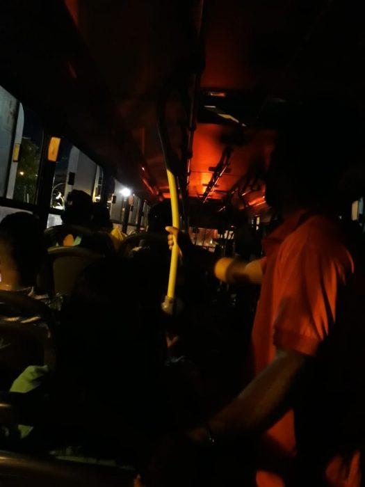 VERGONHA: Passageiros viajam para Zona Rural de Ilhéus na escuridão 1