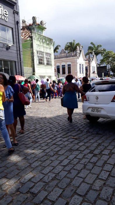 Candidatos enfrentam fila para seleção de professores em Ilhéus 2