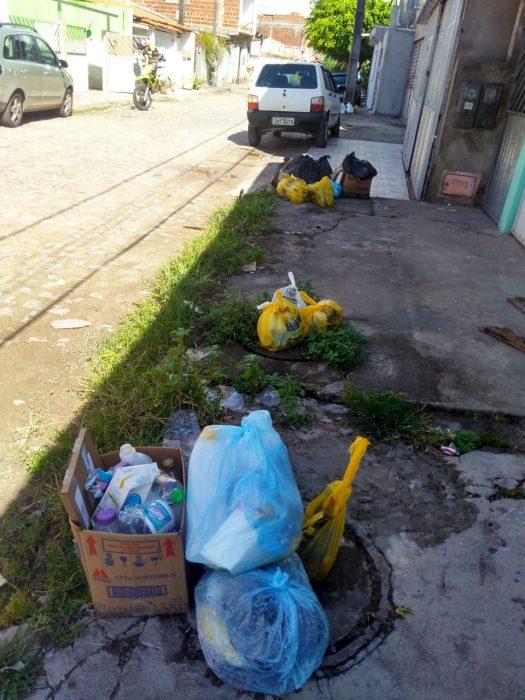 Lixo se espalha por Ilhéus 1