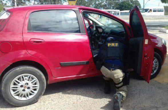 PRF recupera carro roubado há sete dias em Ilhéus 1