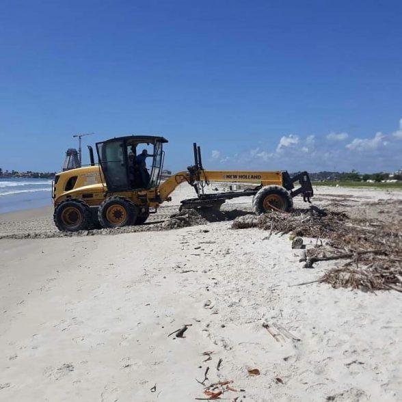 Limpeza da praia da Avenida Soares Lopes é retomada em Ilhéus 1