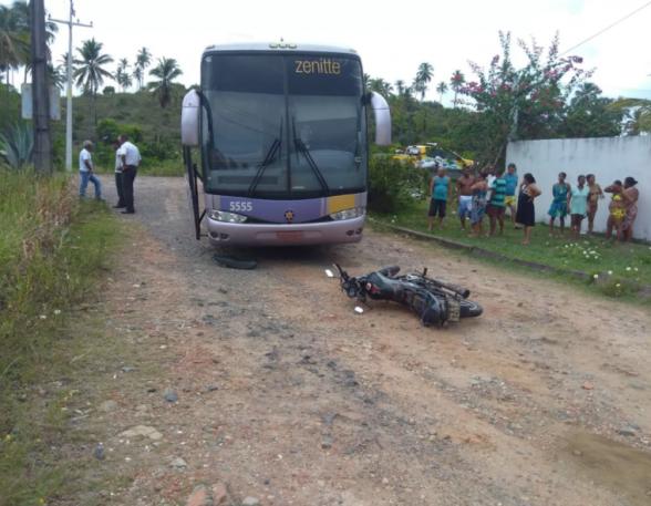 Acidente entre ônibus da Rota e motociclista deixa uma pessoa morta próximo a Olivença 1