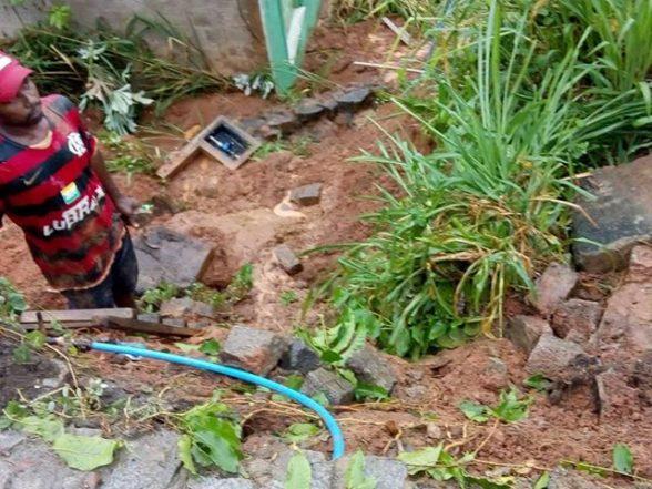 ILHÉUS: Chuva causa deslizamento de terra no Alto da Tapera 2