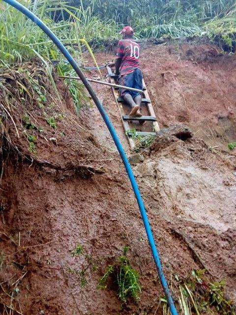 ILHÉUS: Chuva causa deslizamento de terra no Alto da Tapera 1