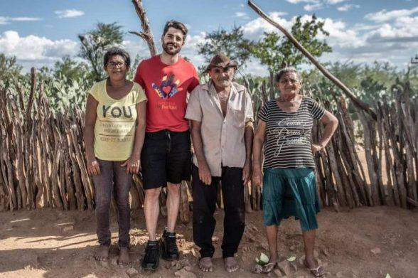 Alok visita famílias carentes no sertão da Bahia e vai criar projeto social 1