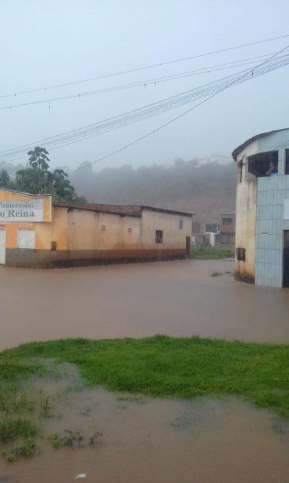 ILHÉUS: Moradores do Residencial Vilela ficam ilhados toda vez que chove 7