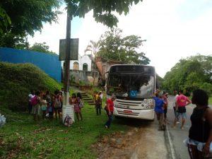 ILHÉUS: Mais um ônibus quebrou em Castelo Novo 1