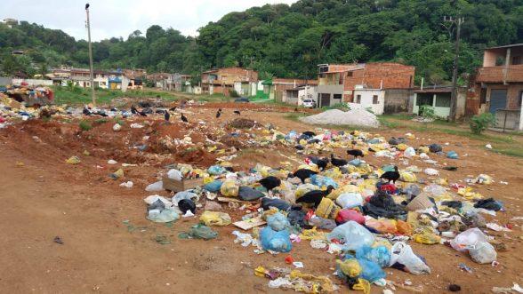 ILHÉUS: População reclama da coleta de lixo na Vila Queiroz 2
