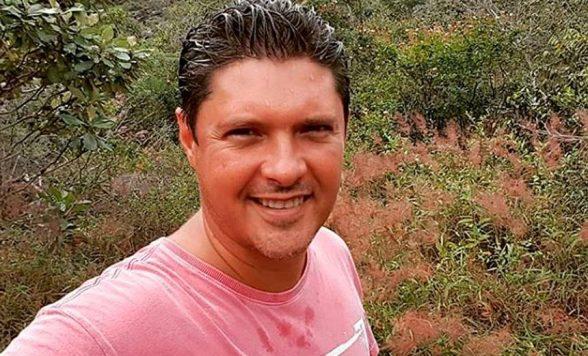 Bandidos ateiam fogo em carro com repórter da TV Bahia na mala 1