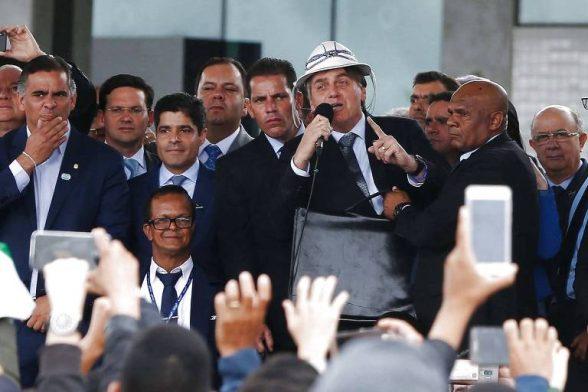 Bolsonaro quer investigar aumento abusivo em postos de combustível 1