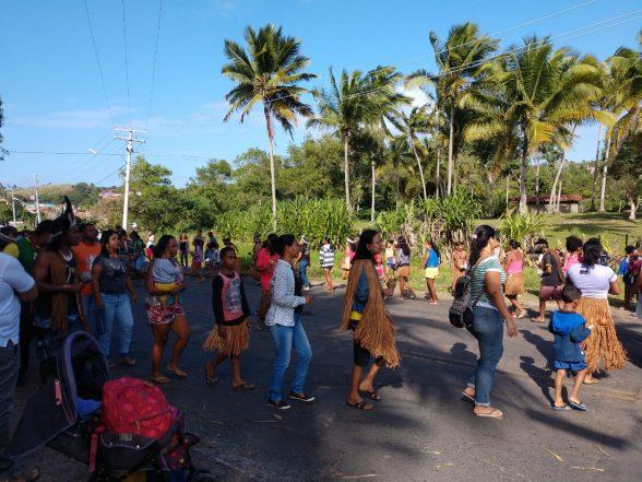 Índios fecham rodovia em Olivença em protesto 1