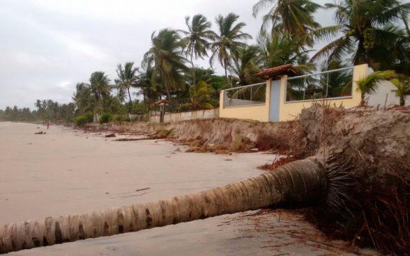 Ventos de 74km/h e ondas de até quatro metros atingem a Bahia nesta terça e quarta-feira 1