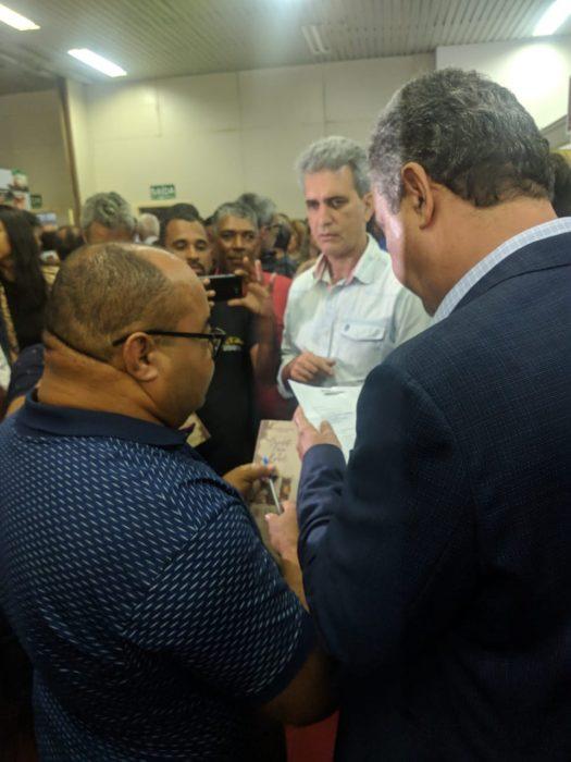 Valdo Lajes entrega reivindicações da Zona Sul ao Governador Rui Costa no Festival Internacional do Chocolate 2