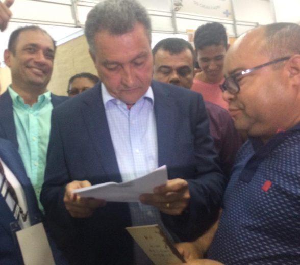 Valdo Lajes entrega reivindicações da Zona Sul ao Governador Rui Costa no Festival Internacional do Chocolate 4