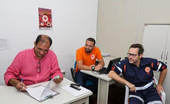 ILHÉUS: Assinado documento de equiparação salarial dos médicos do SAMU 5
