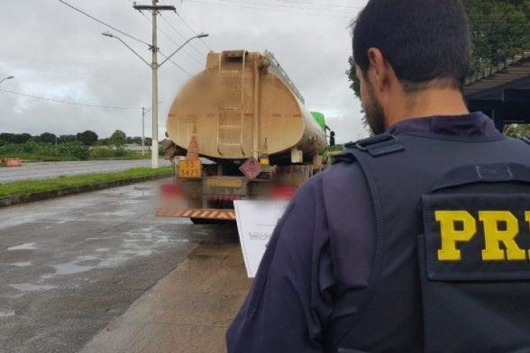 PRF prende caminhoneiro com documento falso na BR-101 em Eunápolis 3