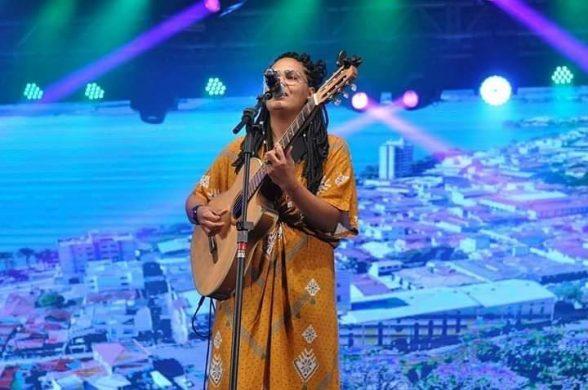 Baiana defende Litoral Sul da Bahia e ganha prêmio de melhor intérprete no maior festival de música do país 2