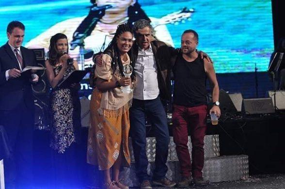 Baiana defende Litoral Sul da Bahia e ganha prêmio de melhor intérprete no maior festival de música do país 1