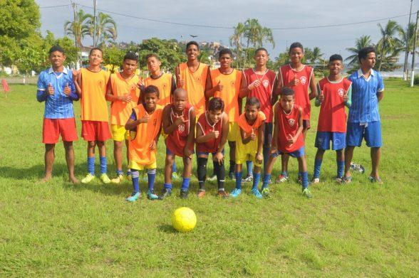 Após chuvas, alunos voltam a treinar na Escolinha de Futebol Os Meninos de Ilhéus 2