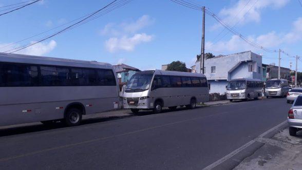 ILHÉUS: Moradores reclamam de ônibus que sobem em calçada, e questionam se o local é ponto de ônibus? 4