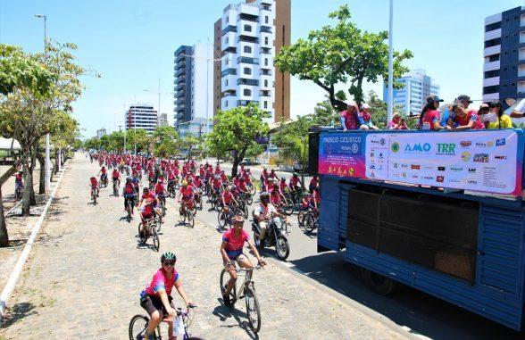 Colorido especial toma ruas de Ilhéus em passeio ciclístico contra o câncer de mama 1