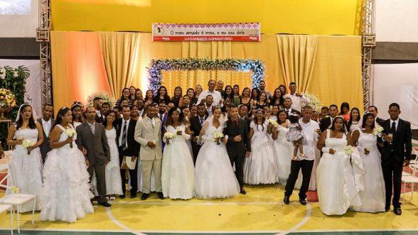 Casais oficializam a união durante casamento comunitário em Ilhéus 2