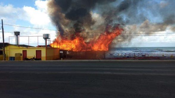 Incêndio atinge parte de Cabana em Ilhéus 1