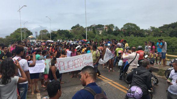 Índios fecham a ponte Ilhéus-Pontal em protesto contra a qualidade do transporte e das estradas 1