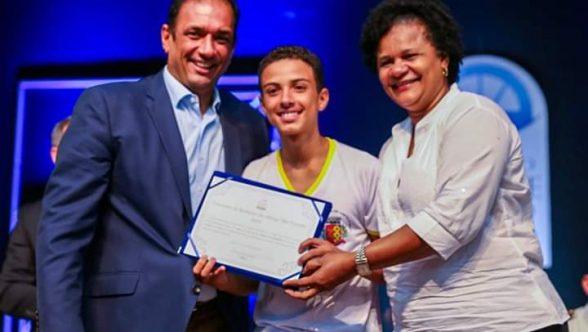 A Escola Municipal de Castelo Novo mais uma vez tem um representante na etapa final do concurso de redação Lápis na Mão 7