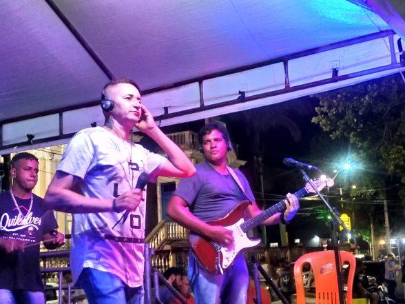 ILHÉUS: Ratinho Menezes fecha noite do Projeto Música na Praça 5